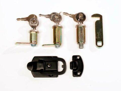 Respaldos, cerraduras y accesorios
